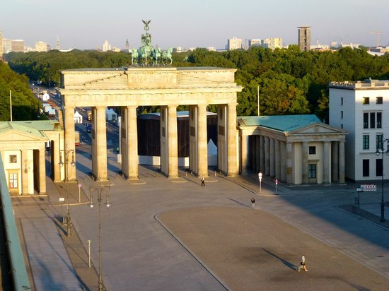 Hotel Adlon Kempinski: View of Brandenburg Gate from Hotel