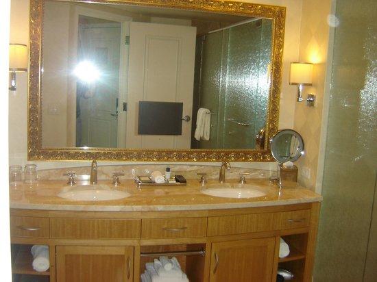 Trump International Hotel Las Vegas: Double sinks!