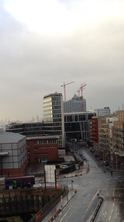 25hours Hotel HafenCity: View towards Elbphilarmonie