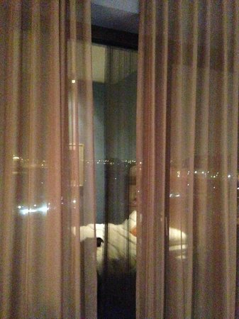 25hours Hotel HafenCity: View from the room at night