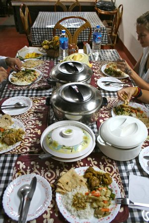 Kollenkeril Plantation Home-Stay Bungalow: delicious family style dinner.