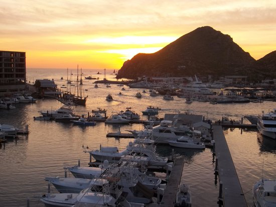 Tesoro Los Cabos: sunrise and fishing boats departing
