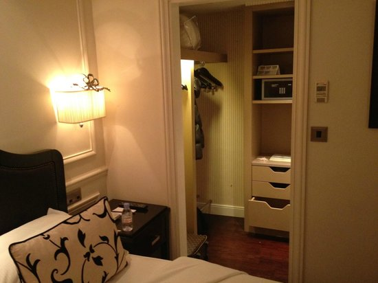 Hotel Keppler: The small dressing room just off the bedroom