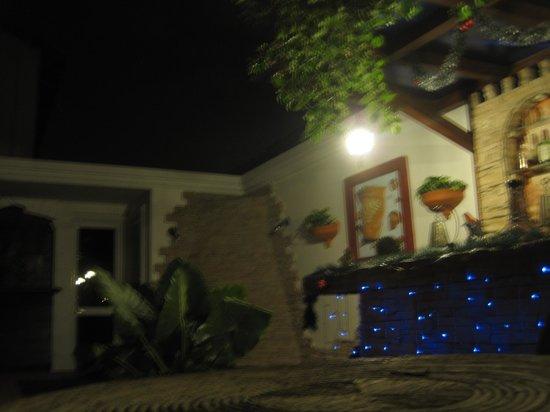 Hotel Boutique Orilla del Rio: outside garden
