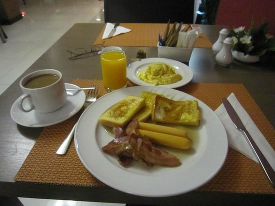 Aspen Suites Sukhumvit 2 by Compass Hospitality: Free Breakfast