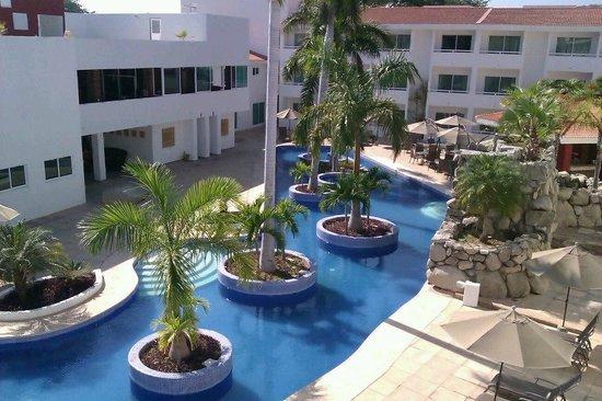 La Isla Huatulco & Beach Club: Una bella alberca