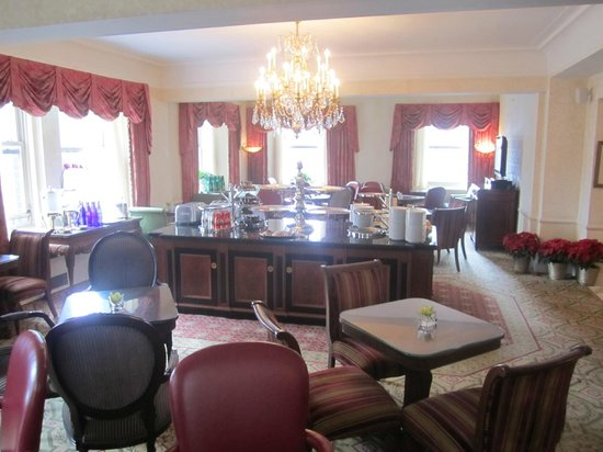 The Towers of the Waldorf Astoria - TEMPORARILY CLOSED: Imagine 50 people in the small club lounge for breakfast!