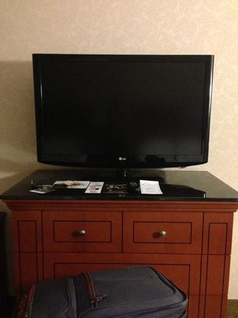 Drury Plaza Hotel Nashville Franklin: nice tv - 2 of these in each room!