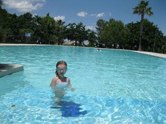Agriturismo Torrevecchia: What a pool.