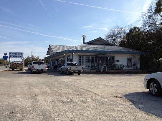 Cypress Inn: Exterior