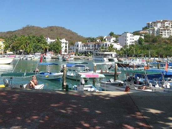 Hotel Castillo Huatulco Hotel & Beach Club: Santa Cruz Marina