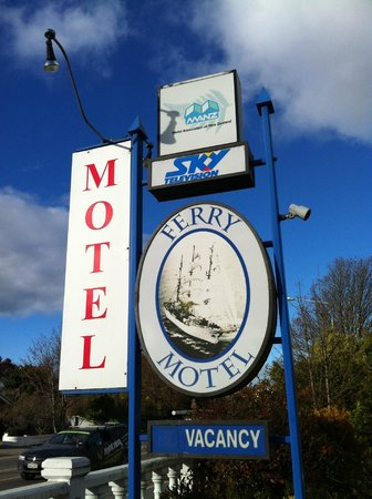 Ferry Motel : MOTEL SIGN