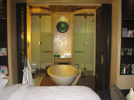 The Baray Villa: The Bathroom area