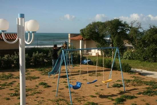 Le 4 Stagioni: My son liked the playground!