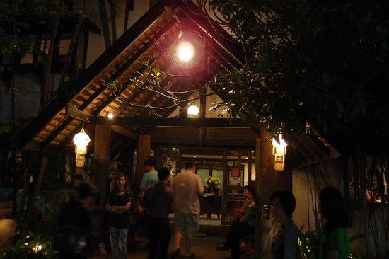 Entrance to Salungkham Cuisine