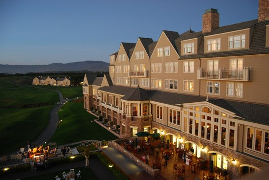 The Ritz-Carlton, Half Moon Bay : Hotel at dusk