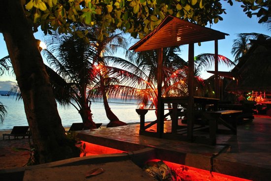 Cocohut Village Beach Resort & Spa: pool side