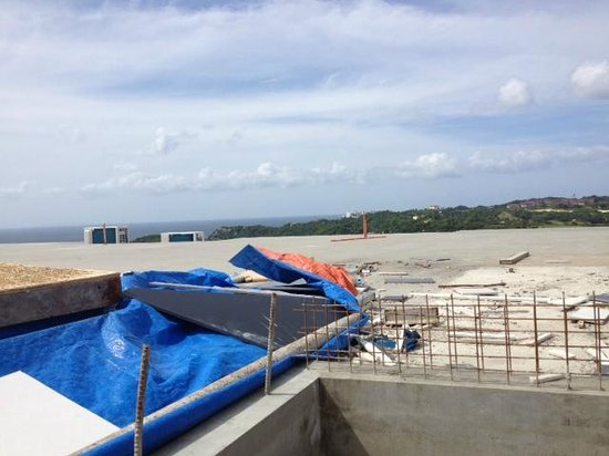 Tanawin Resort and Luxury Apartments: Construction work for Terrace Bar