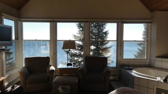 Bluefin Bay on Lake Superior: Grand Superior Master Suite, view.