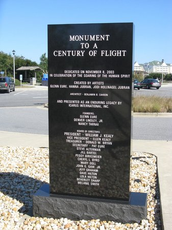‪The Monument to a Century of Flight‬