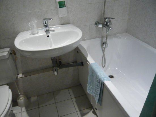Corail Hotel : bathroom