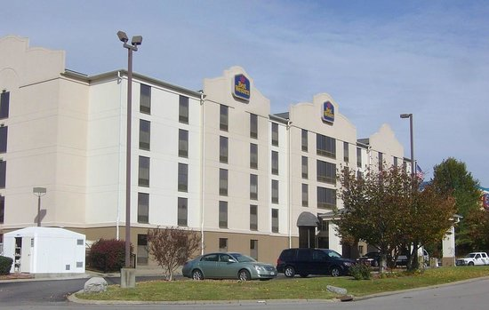 Best Western Suites Near Opryland: Exterior view of hotel
