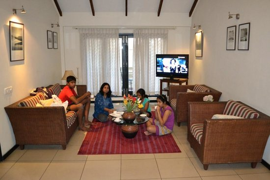 Sterling Suites - Langford Town: Living Room