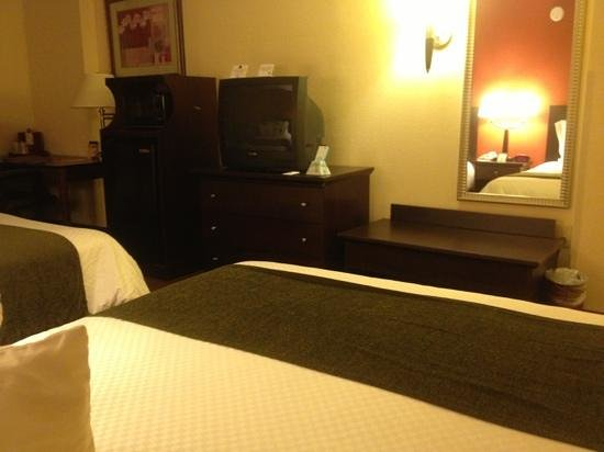 BEST WESTERN PLUS Hotel & Conference Center: tv box...lol :)