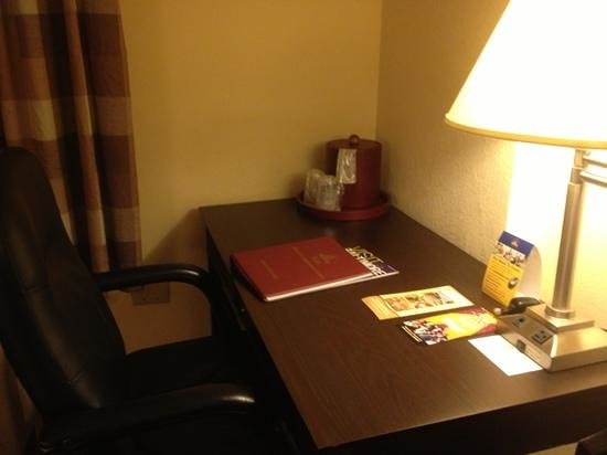 بست ويسترن بلس هوتل آند كونفرنس سنتر: desk 