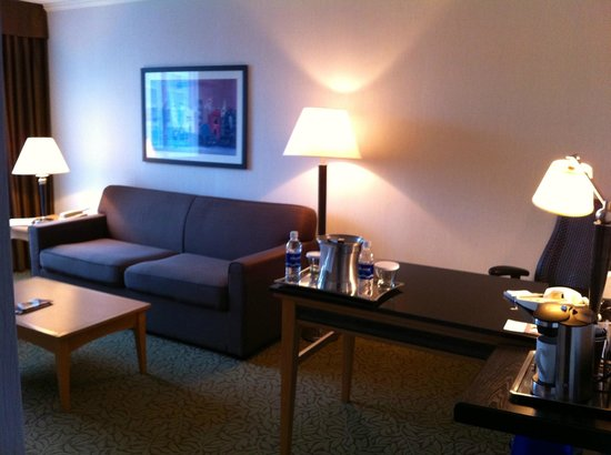 Hilton Vancouver Metrotown: 2nd section of the suite