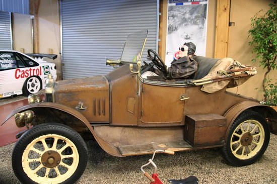 National Automobile Museum of Tasmania : -