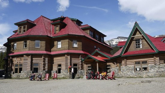 Num-Ti-Jah Lodge: Front of the Lodge