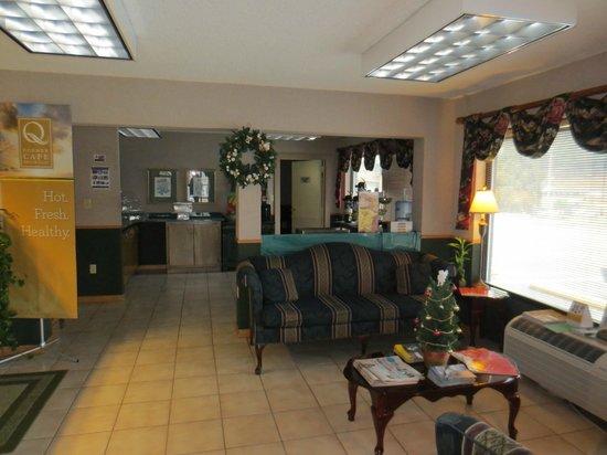 Quality Inn & Suites Mt. Chalet : Lobby