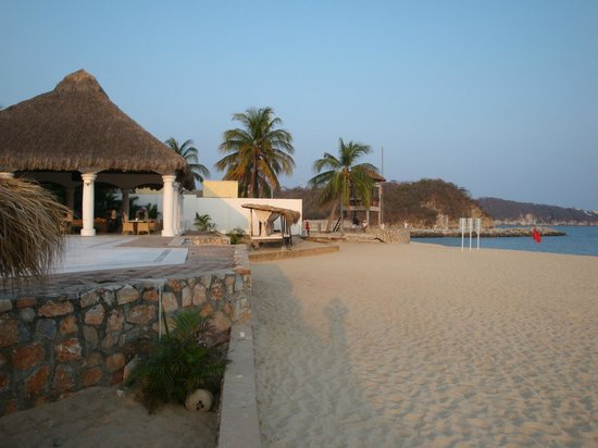 La Isla Huatulco & Beach Club: Club de Playa