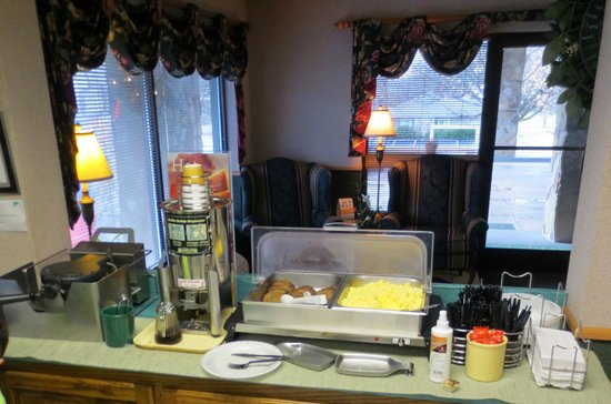 Quality Inn & Suites Mt. Chalet: Hot Breakfast