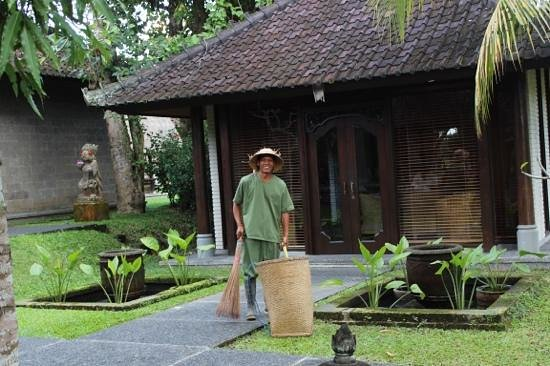 The Chedi Club Tanah Gajah, Ubud, Bali – a GHM hotel: Happy and hard working