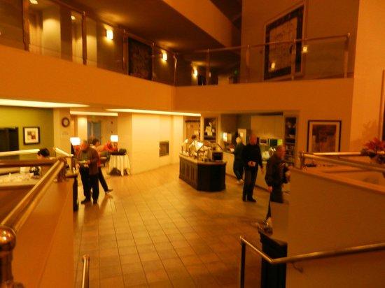 Residence Inn Seattle Downtown/Lake Union: breakfast bar area