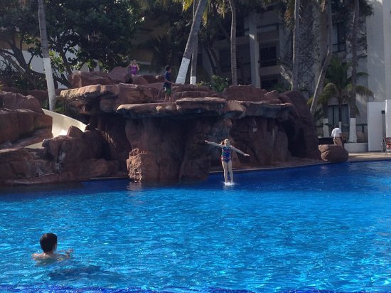 El Cid El Moro Beach Hotel: Kids loved the pool: IT WAS HEATED