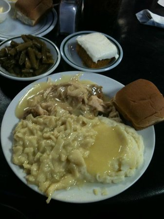 The Townhouse Cafe: Turkey, Dressing, Noodles, Mashed Potatoes, Green Beans and Pumpkin Cake