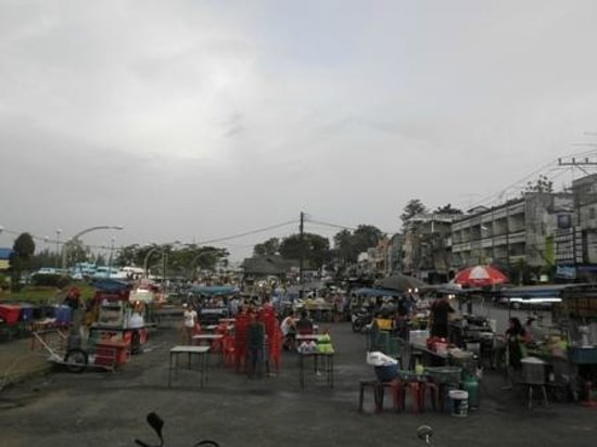 Orange Tree House: Night market with food stalls near Thara Park