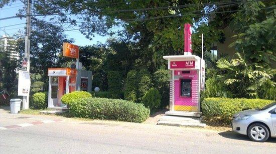 Beach Garden Hotel: ATMs close to the hotel
