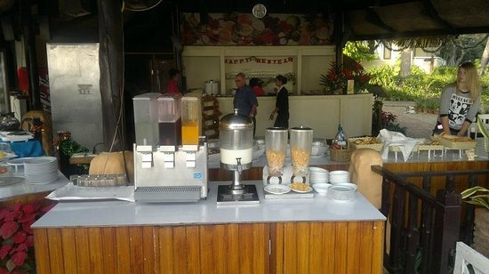 Beach Garden Hotel: Juice station at breakfast