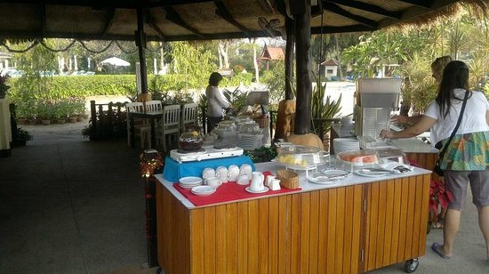 Beach Garden Hotel : Breakfast at beach restaurant - coffee and fruit buffet