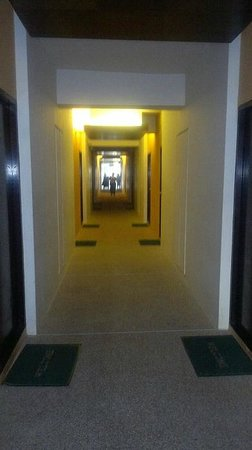 Beach Garden Hotel: Corridor to the room