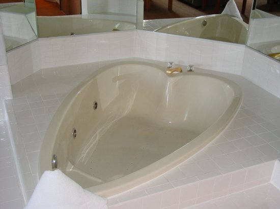 Park City Peaks Hotel: Heart Shaped Tub
