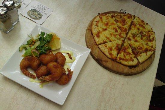 Breakfast Creek Hotel: Beer battered prawns, herb & garlic pizza