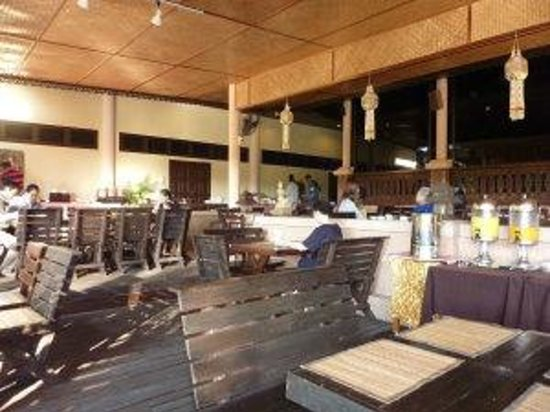 Suansawan Resort Chiang Mai: Escape Restaurant which you want to escape!
