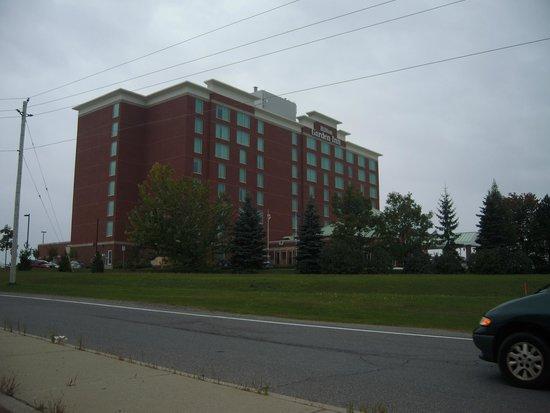 Hilton Garden Inn Ottawa Airport: この色が目印で見つかります