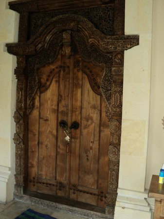 Honeymoon Guesthouses: Room door