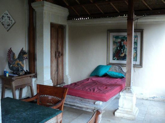 Honeymoon Guesthouses: Verandah area